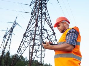 energetická sieť a elektrikár